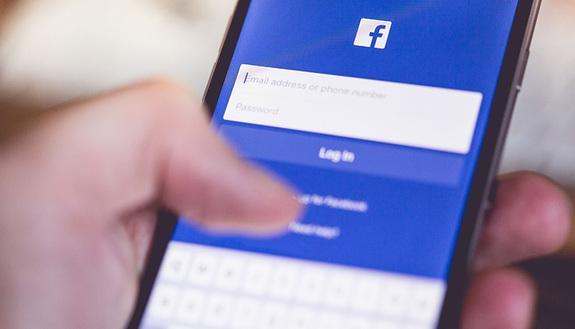 Post shock su Facebook: 10 studenti espulsi dall'università