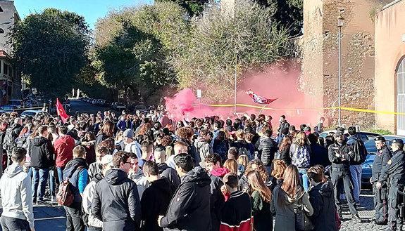 Governo bocciato alla prova di maturità: protesta degli studenti in tutta Italia