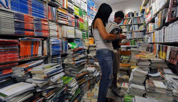 Libri universitari, comprare e vendere libri universitari usati: la guida