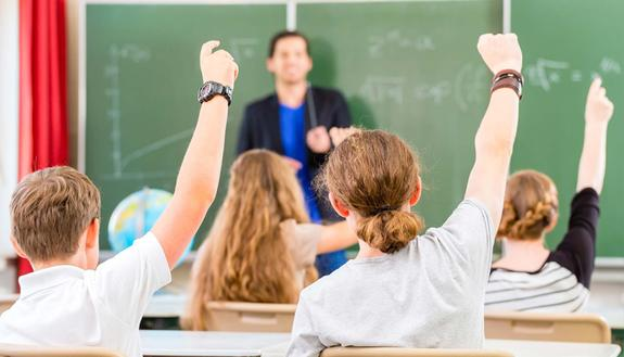 """""""Vogliamo il nostro prof!"""":  il bravo insegnante rischia la cattedra, la classe non ci sta"""
