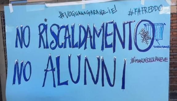 Scuole fredde, temperature in classe 'da brividi': studenti tra coperte e proteste