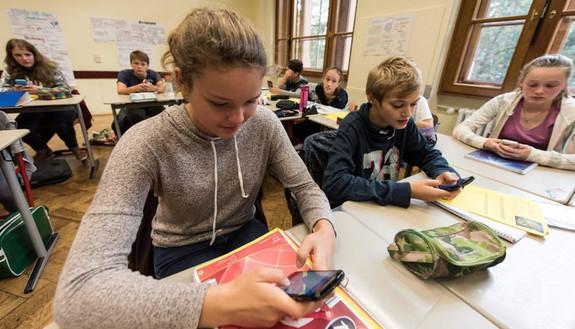 Smartphone e tablet in classe: arrivano le nuove regole?