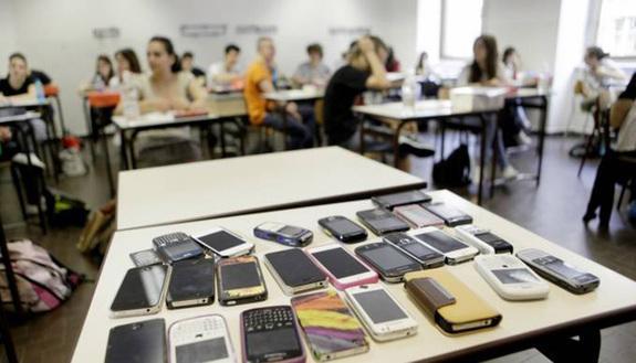 Una settimana senza smartphone e internet: a scuola arriva il digital detox