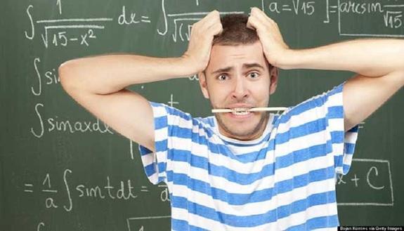 Vai alle scuole medie? Il prof di matematica è 'introvabile'