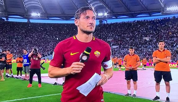 Il discorso di addio di Totti: la lettera commovente ai tifosi