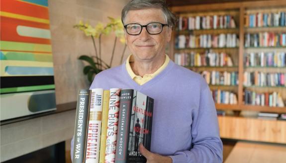 5 libri da leggere sotto l'ombrellone consigliati da Bill Gates