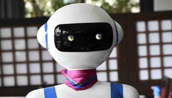 I camerieri robot che servono ai tavoli sono anche in Italia: scopri dove