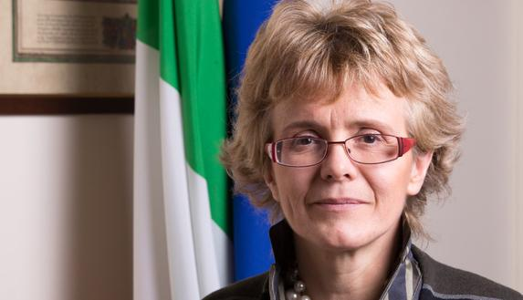 """""""White Mirror"""", a tu per tu con gli scienziati più importanti d'Italia: intervista alla Prof.ssa Elena Cattaneo"""