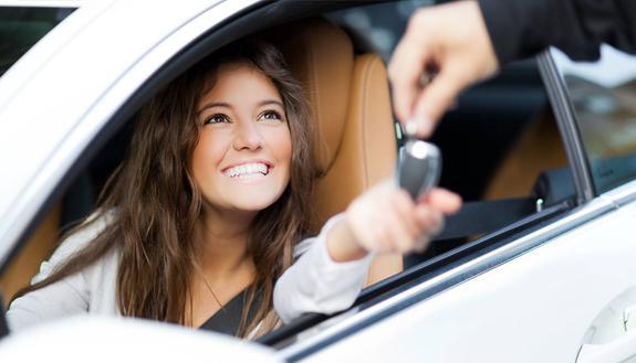 La tua prima automobile: guida all'acquisto per neopatentati
