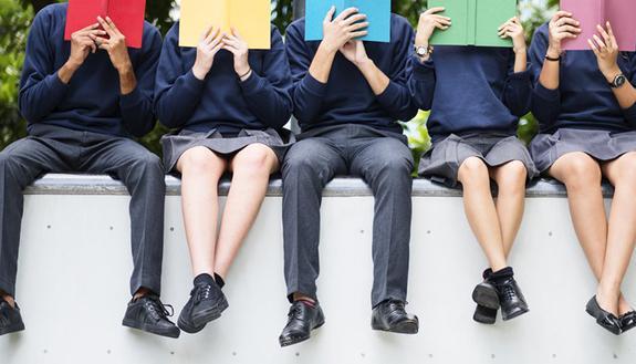 La scuola impone la divisa: gli studenti dicono no