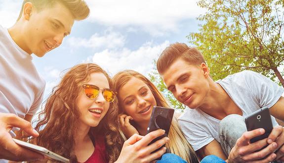 Come usare al meglio i social e il web: torna la campagna educativa di Generazioni Connesse