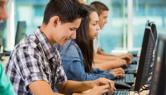 Invalsi 2018, prove al computer 'promosse' anche alle superiori. Ma quasi la metà degli studenti ha 'barato'