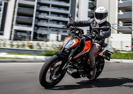 Come prendere la patente A1/B1 per moto e microcar