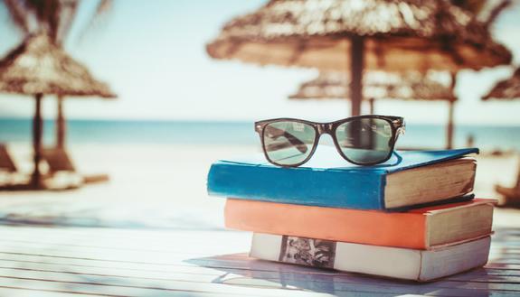 I libri da leggere sotto l'ombrellone se stai per iniziare l'università