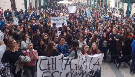 16 novembre sciopero e manifestazione studenti: flash mob, news e foto dalle piazze