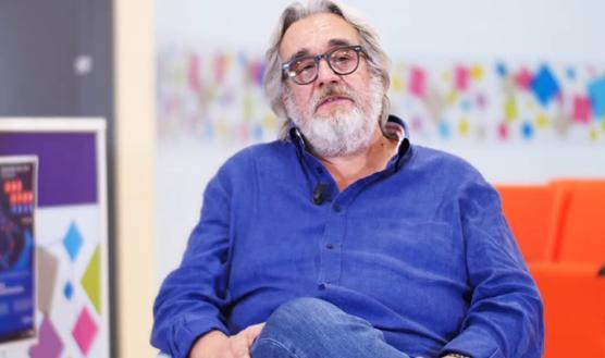 """""""White Mirror"""", a tu per tu con gli scienziati più importanti d'Italia: intervista a Michele De Luca"""