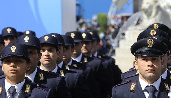 Concorsi pubblici per diplomati nelle Forze Armate e nelle Forze di Polizia: tutte le informazioni su requisiti e limiti d'età