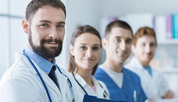 """Professioni Sanitarie, in 75mila ai test. Più posti e meno iscritti, ma Fisioterapia è (ancora) """"impossibile"""""""