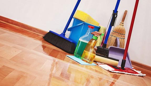 Studenti salvi dalla sospensione ma... puliranno la scuola