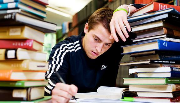 Sospesi in giudizio, per 1 su 5 un'estate sui libri. Ma le ripetizioni online salvano le vacanze