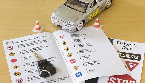 Le 10 domande dei quiz della patente che tutti sbagliano