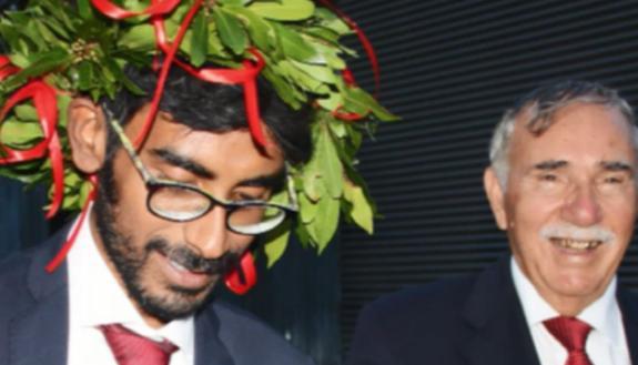 Da venditore di rose a medico: la favola del 27enne Rumon