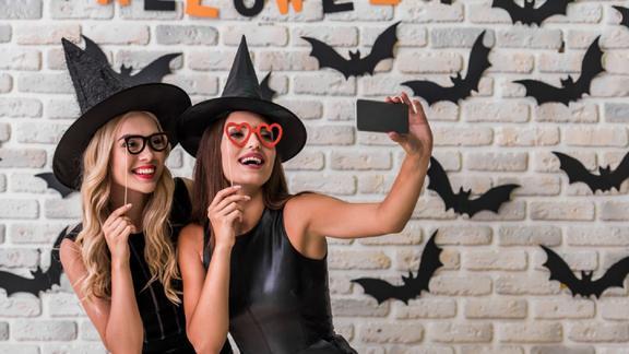 Halloween 2019, costume da strega: come fare trucco e vestito fai da te