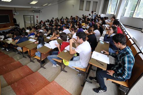 Sostenere esami universitari senza essere iscritti, si può?
