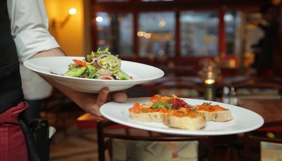 """Arrivano i Dining Bond: sconti e """"buoni"""" per prenotare il ristorante quando riaprirà"""
