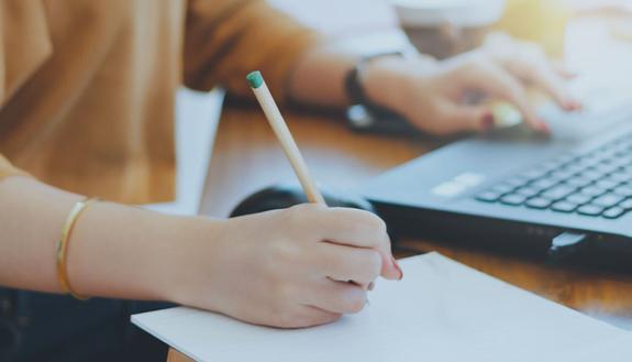 La scrivania tech ideale per ogni studente