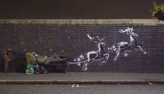 Banksy, ultima opera a Birmingham: il clochard è Babbo Natale