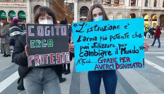 """Dad, oggi """"sciopero digitale"""" della scuola: protesta contro la didattica a distanza"""