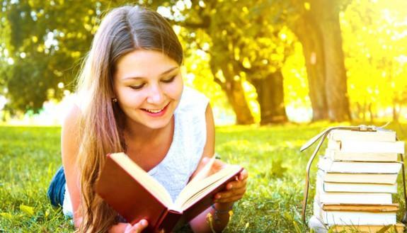 Troppi giovani che non sanno (e non vogliono) leggere? Non tra le ragazze