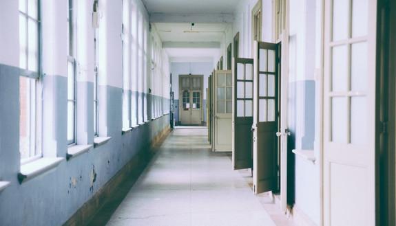 Coronavirus, ipotesi proroga scuole chiuse e modifiche alla maturità 2020