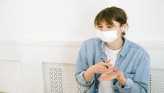 Ritorno a scuola: mascherina in classe, i docenti potranno toglierla?
