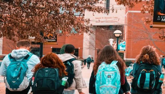 Ultimo giorno di scuola al parco: la decisione che fa felici gli studenti