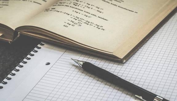 Studiare per l'esame: poco alla volta o tutto insieme? I pro e i contro