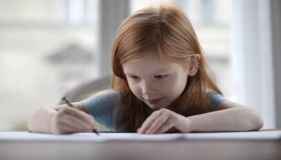 """""""Bravi"""" da una parte e """"meno bravi"""" dall'altra: scuola divide le classi in base ai voti"""