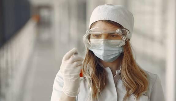 Ritorno a scuola, test sierologici e test molecolari: chi li deve fare e quali differenze