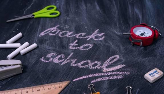 Si torna a scuola: studenti incerti ed emozionati, ma per 1 su 10 il primo giorno è rimandato