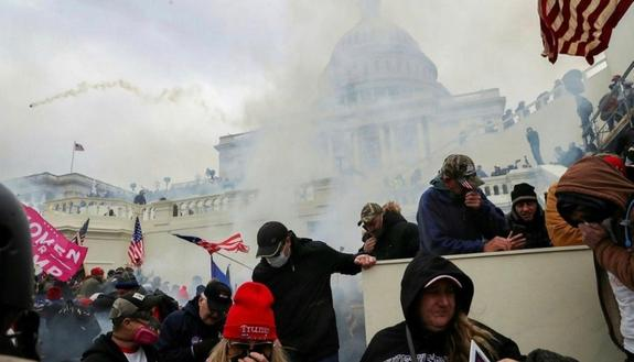 Assalto a Capitol Hill dei sostenitori di Trump: cosa è successo e cosa accade ora
