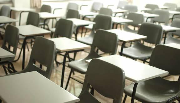 """Si torna alla Dad, ma quasi 3 studenti su 5 """"bocciano"""" il proprio istituto. Scarseggia ancora la tecnologia in casa"""