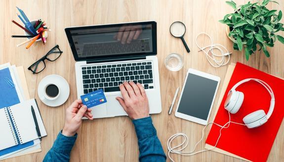 Potrai fare shopping online su Facebook: ecco come comprare su Shops