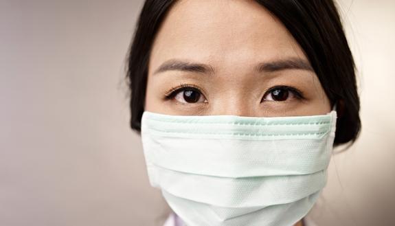 """Chi non mette la mascherina potrebbe essere """"antisociale"""": lo studio"""