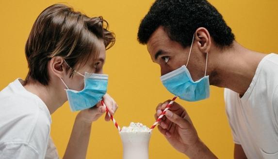 Notte prima degli esami, 1 su 3 festeggia la vigilia del via al maxi orale. Ma con la mascherina