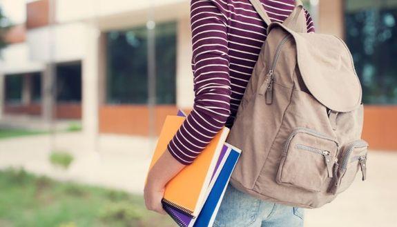 Scuola a settembre: ingresso e uscita scaglionati, possibile il sabato in classe