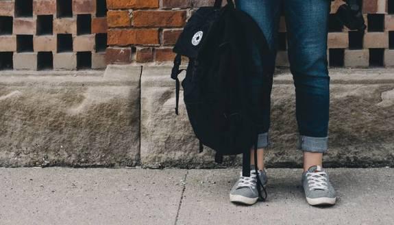 Ritorno a scuola, il primo bilancio: banchi monoposto (quasi) per tutti, assembramenti all'ingresso e nuovi divieti