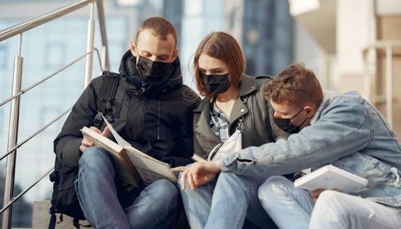 Ritorno a scuola a settembre, ecco le linee guida per la sicurezza: mascherine e distanza di un metro