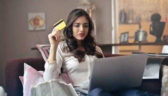 Pagamenti senza contanti, come funzionano? Digital wallet, carte e non solo: guida completa al cashless